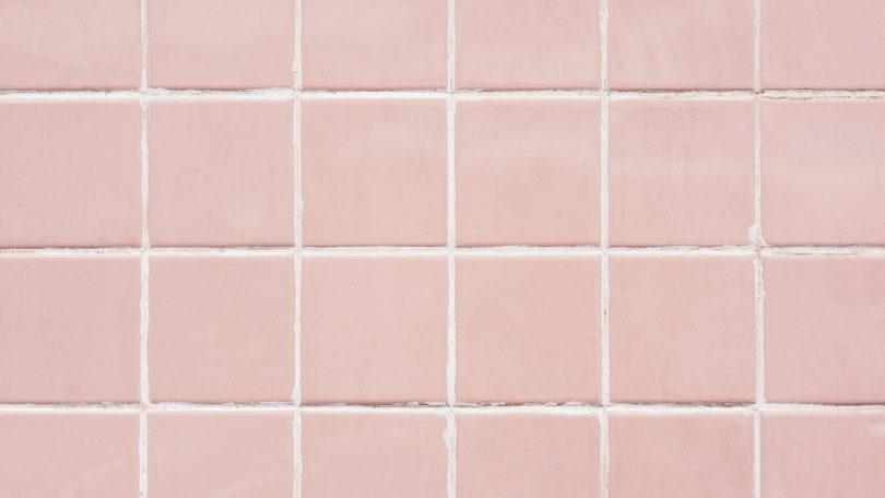 Clean bathroom Tiles using Baking Soda